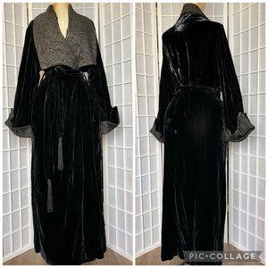 VINTAGE velvet black house coat robe